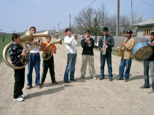 モルダヴィア地方では工場ごとにブラスバンドがある