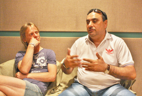 インタビューに応えてくれた、ヘンリー・エルンスト(左)とチマイ(右)